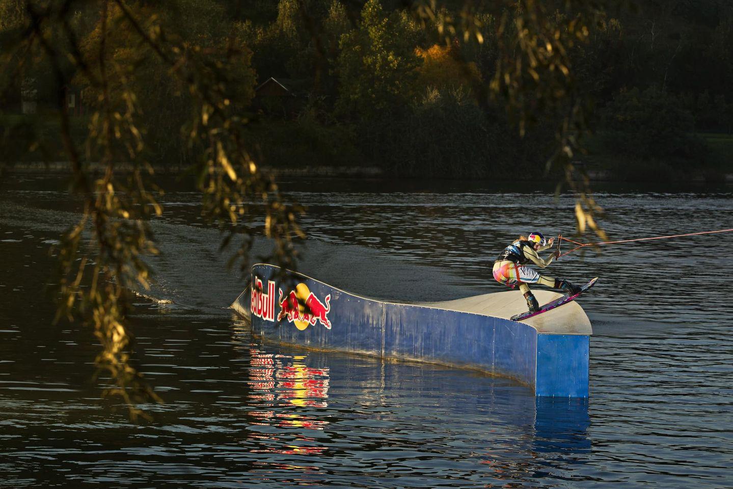 Látványos mutatványok wakeboardon